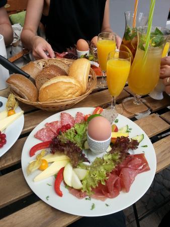 CAFE Gestern, Heute & Morgen