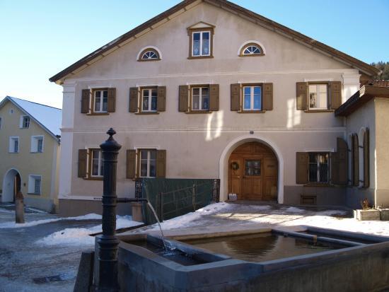 Ftan, سويسرا: Ftaner Engadiner Häuser