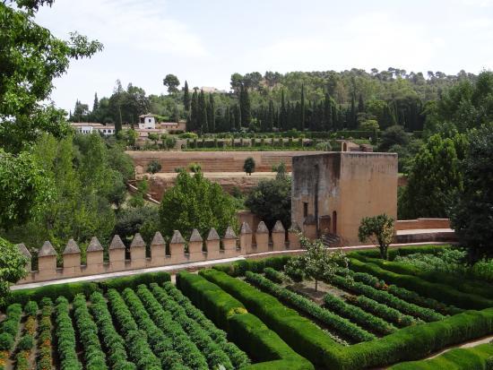 Jardines y generalife al fondo foto di l 39 alhambra for Jardines generalife