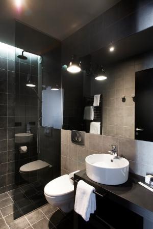 Bathroom at Skuggi