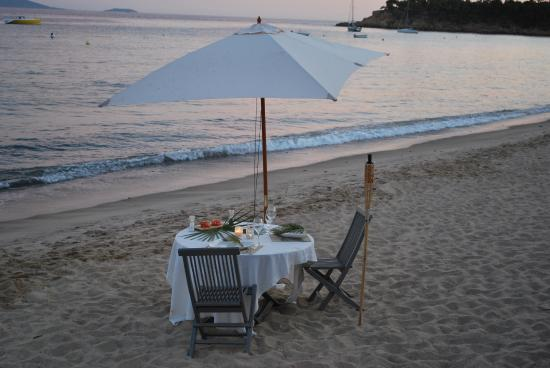 villa mauresque cavaliere cena in spiaggia picture of villa mauresque cavaliere tripadvisor. Black Bedroom Furniture Sets. Home Design Ideas
