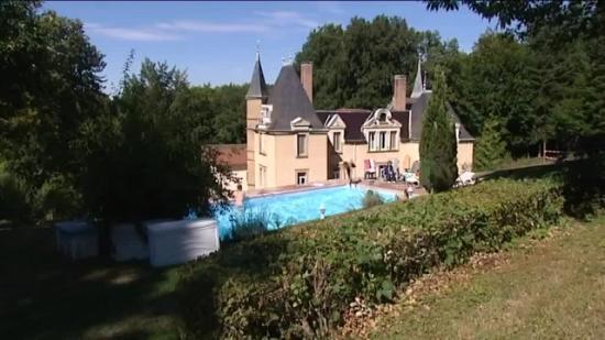 Chateau de Bonnevaux : vue de la piscine