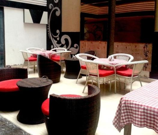 Hotel Delhi Pride: restaurant
