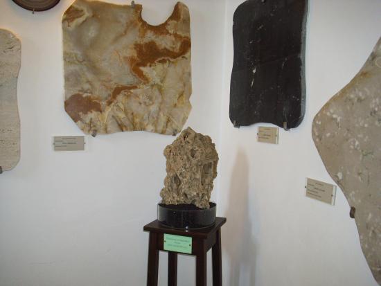 Parco e Museo Vulcanologico di San Venenzo: travertino