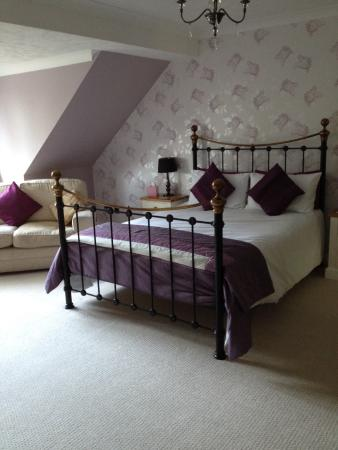 The Beeches B&B: Our bed.