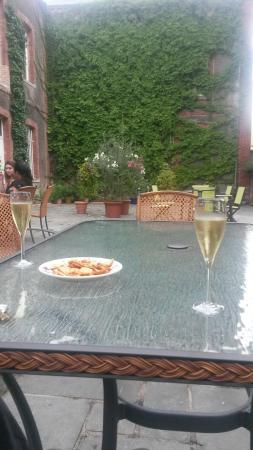 Parva Domus  - Famille Rimaire : Champagne on the terrace