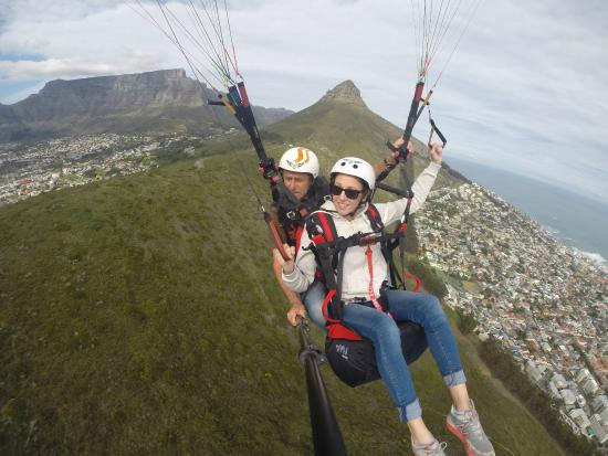 WallendAir School of Paragliding: In flight with Peter