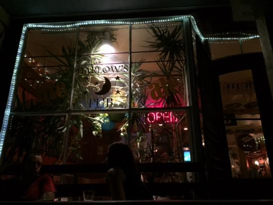 Harlow's Pub: The outside from the courtyard