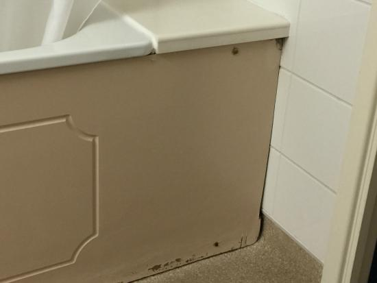 Ramada London Finchley : Dirty Bath