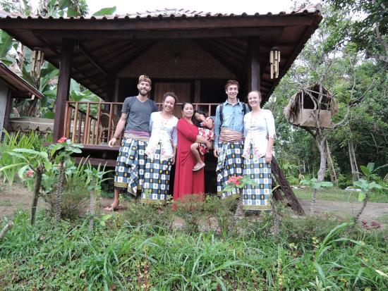 Kotaraja, Indonesia: Us in traditional dress (Bule in Sasak :D)
