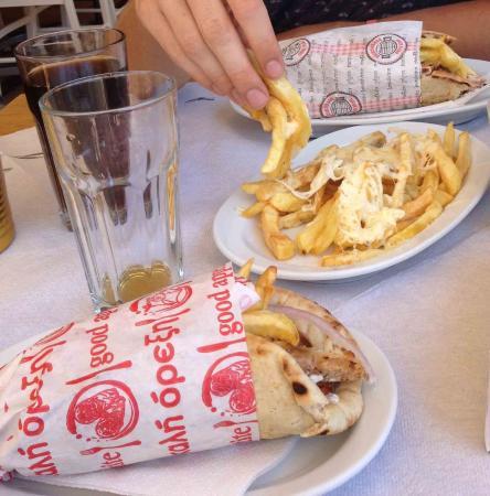No 7 Grill House: una pita piccola ed una grande, patate con formaggio