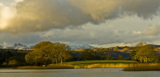 Waterside House: Esthwaite Tarn a 2 minute walk away