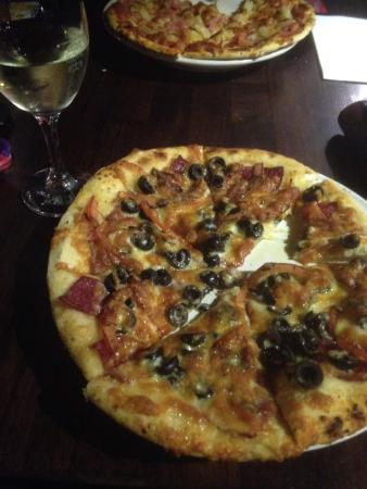Bridport Bay Inn: My tasty small pizza!