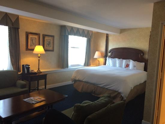 The Georgetown Inn: Room on 5th floor overlooking shops and street.