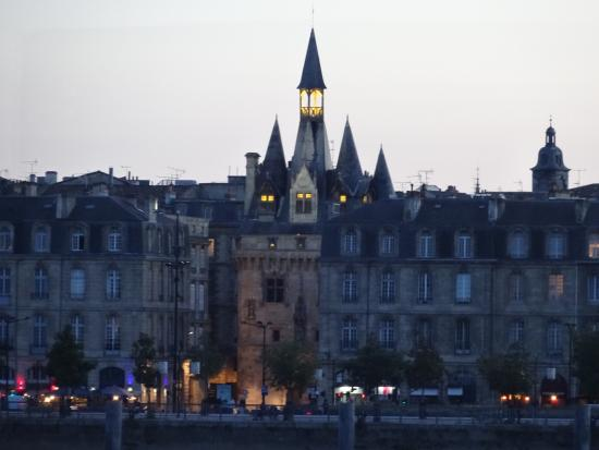 Bordeaux 2cv Tours : Beautiful buildings