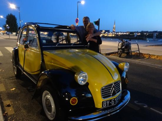 Bordeaux 2cv Tours : Lovely hostess and car