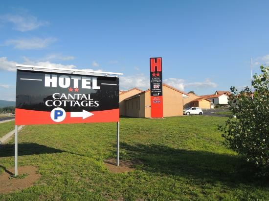 Hotel Cantal Cottages : Toegangsweg
