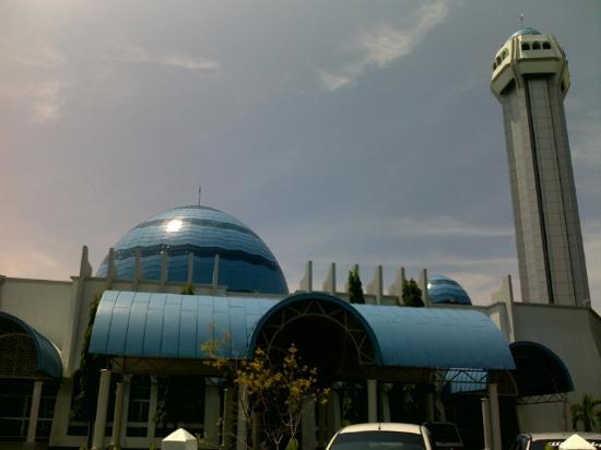 Al-Muktafi Billah Shah Mosque