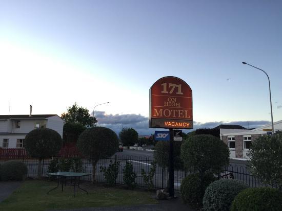 171 on High Motel: signboard