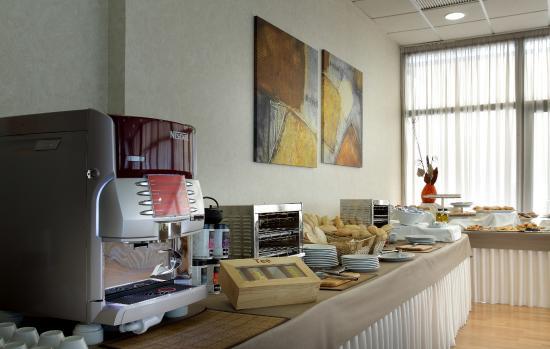 Hotel Exe Sevilla Palmera: Desayuno