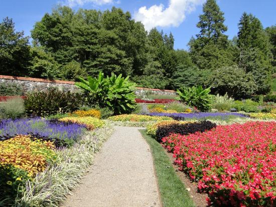 Biltmore Walled Gardens - Picture of Biltmore Gardens, Asheville ...
