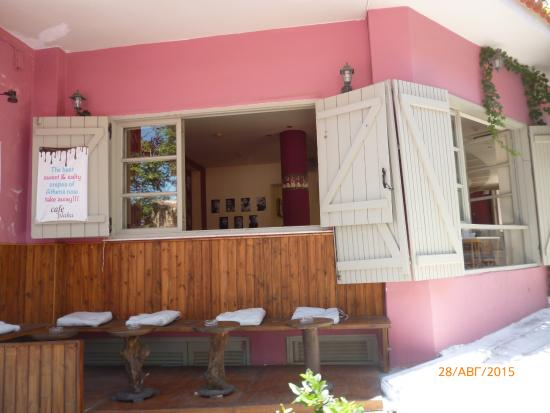 Photo of Cafe Cafe Plaka at Τριπόδων 1, Athens 105 58, Greece
