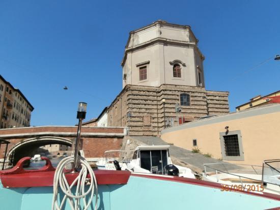 Giro dei Fossi di Livorno: Giro dei Fossi; la Chiesa di Santa Catarina