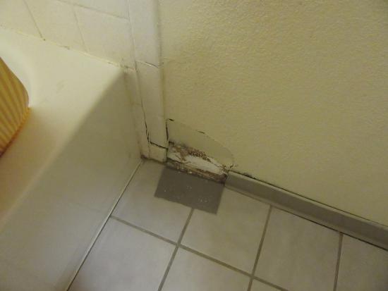 Days Inn By Wyndham Cincinnati East Hole And Broken Tile Behind Bathroom Door