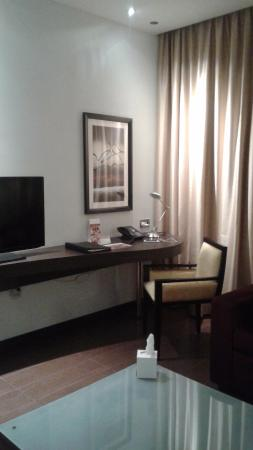Movenpick Hotel Apartments Al Mamzar Dubai: coté salon