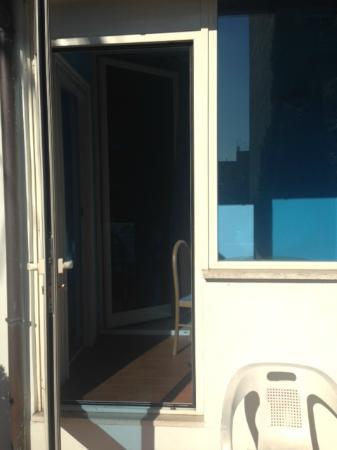 Residence Lodi Rome: Vista da varanda para dentro do quarto