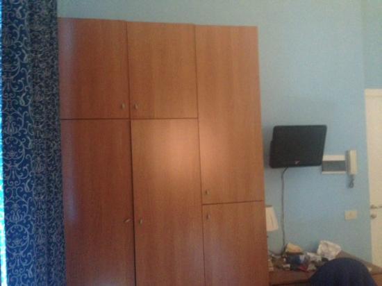 Residence Lodi Rome: Guarda-roupa do quarto. Muito espaçoso.