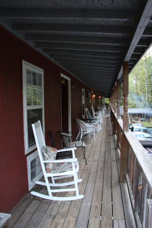 The Valley Inn: Valley Inn creekside room, upper level