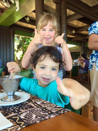 Navini Island Resort: Kids give the food thumbs up!