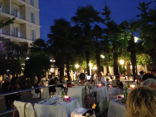 Abano Terme, Italien: Ужин у бассейна