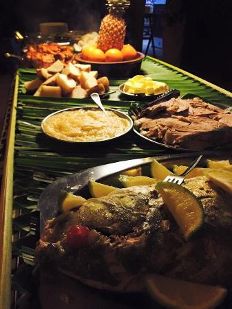 Navini Island Resort: Food....