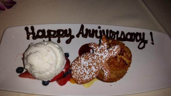 Roy's - Plano: Pineapple upside down cake