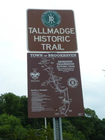 Tallmadge Historical Trail Start Sign - Picture of Cedar