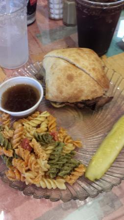Brooksville, FL: Lunch is served