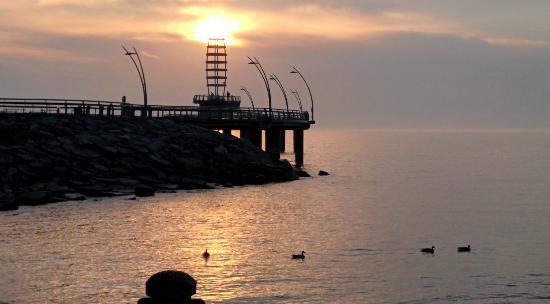 Burlington Waterfront Trail: Spencer Smith Park,  Burlington Pier