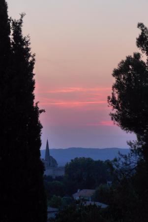 Canto Cigalo: Blick von der Terrasse auf die Kirche von Saint-Remy
