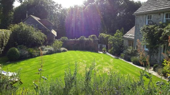Challow Farm House Bed and Breakfast: lovely garden