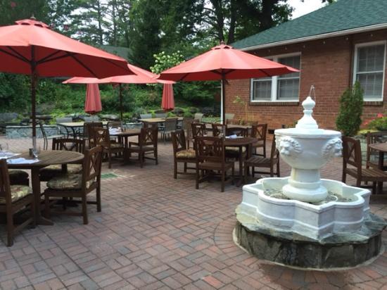 Monte Vista Hotel Courtyard