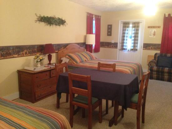 Dancing Bear Bed & Breakfast: Pappa Bear Dining Area