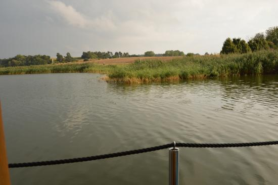 Floating Houses Marina Kroslin: Blick aus demfloating house auf die Peene