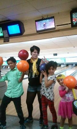 Lutz, FL: We love to bowl!