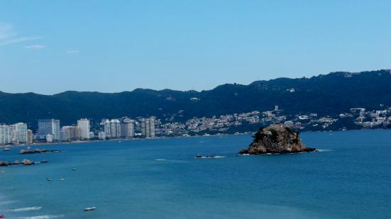 Centro Cultural de Acapulco: The old fountain and view of city