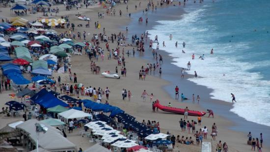 Centro Cultural de Acapulco: Acapulco beach