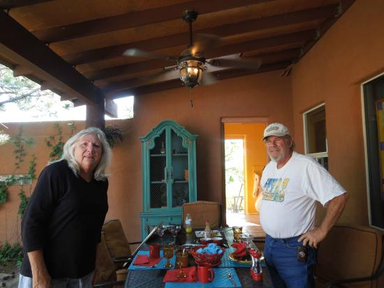 Heward House Bed and Breakfast: Gracious host and hostess, Randy and Linda