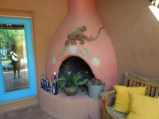 Heward House Bed and Breakfast: Outdoor fireplace with Linda's custom details