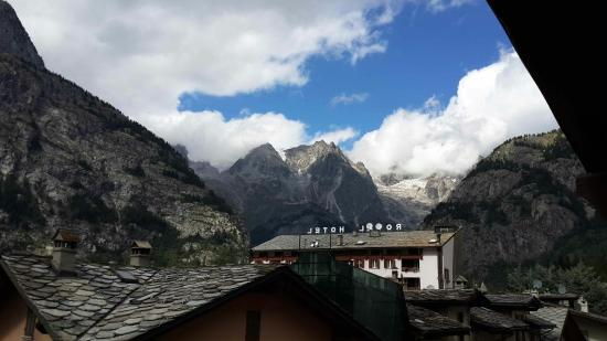 Hotel Courmayeur : View from room 305... wonderfull!!